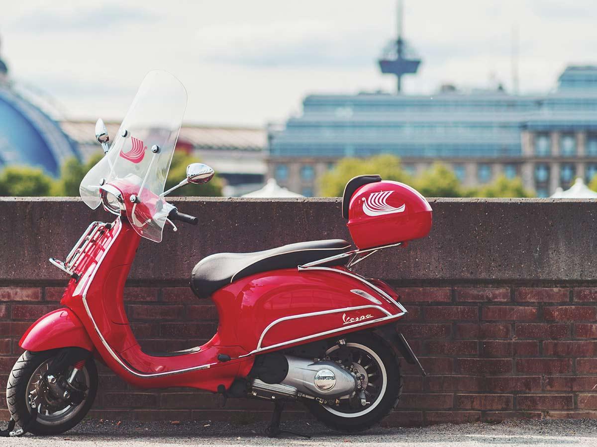 ¿Qué debes llevar siempre en el cajón de tu moto?