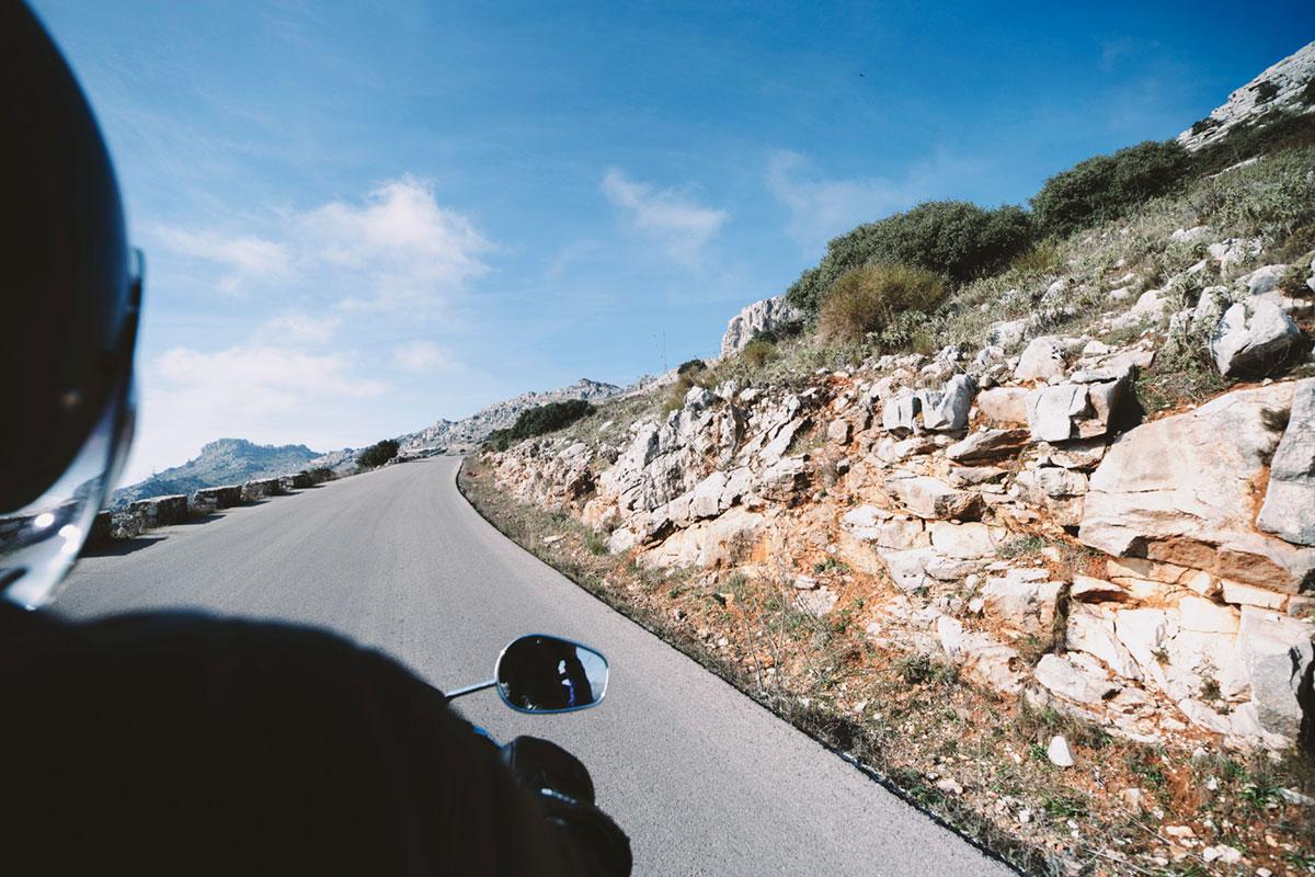 Ventajas de alquilar una moto cuando estás de viaje